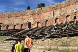 Greek-Theater-and-Wine-tasting-in-Taormina-2