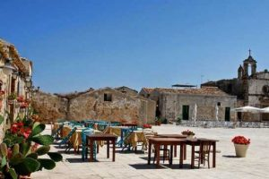 Marzamemi-the-square-the-restaurants
