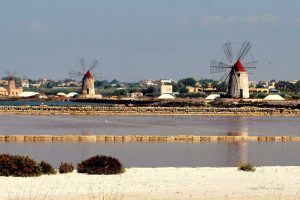 Salt-Flat-and-windmills-in-Trapani