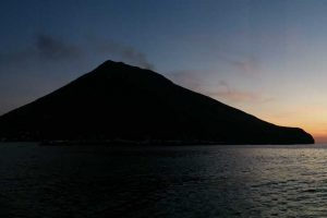 Stromboli-Island-at-sunset-from-the-sea