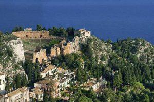 Taormina-panoramic-view-from-MAdonna-della-Rocca