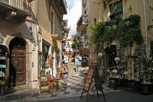 Taormina-shopping-street