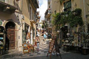 Taormina-shopping-street