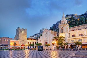 Taormina-the-main-square-5
