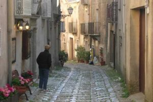 Visit-Erice-as-a-first-stop-and-its-streets-2