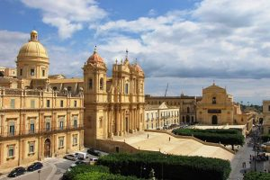Visit-the-centre-of-Noto