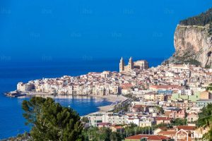 cefalu-panoramic-view-approaching