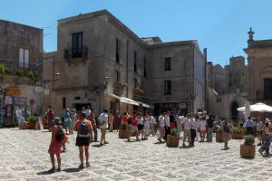 the-mail-square-in-Erice