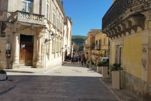 walking-in-Ragusa-Ibla