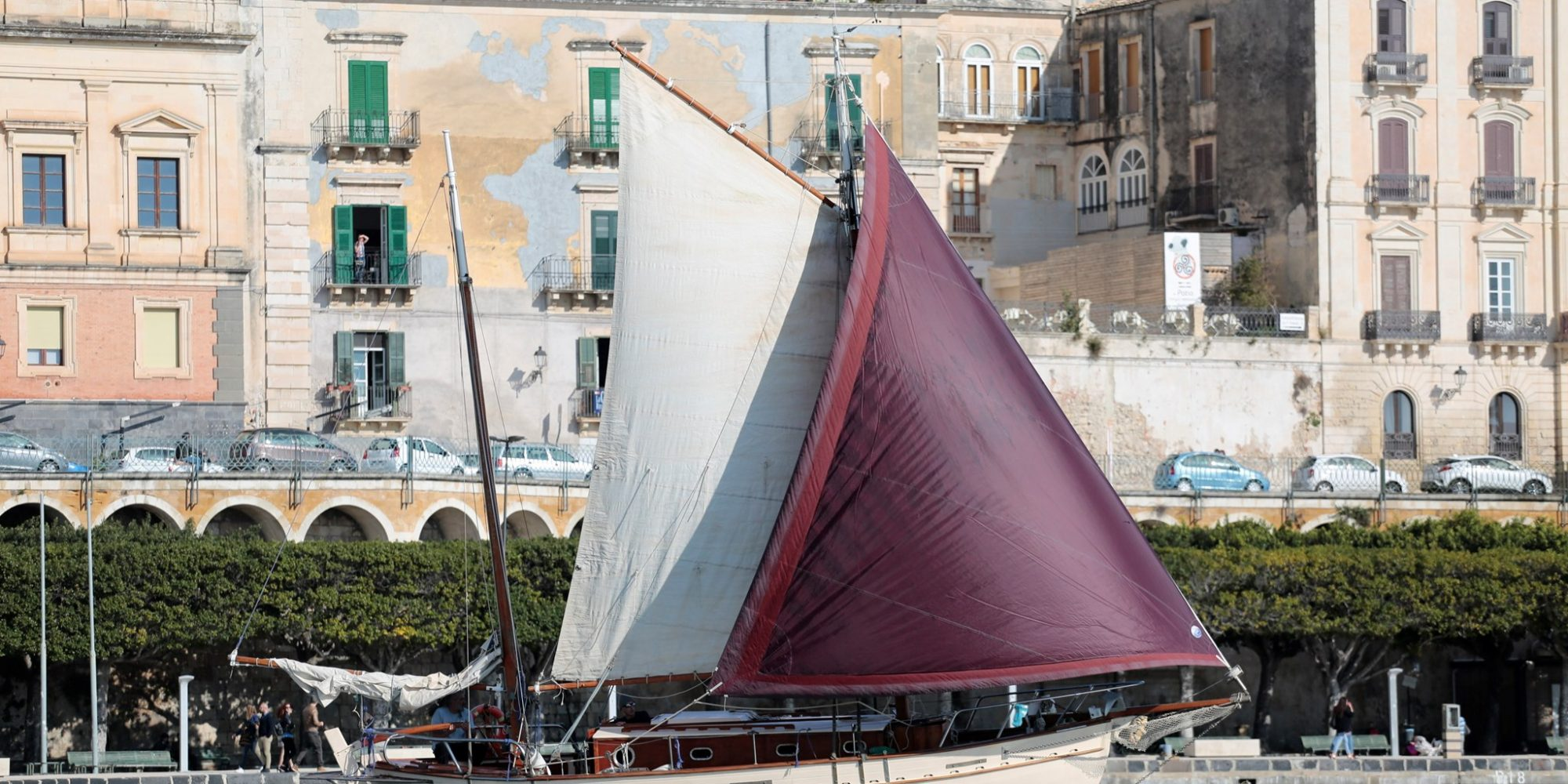 Wooden sailing ship_Siracusa
