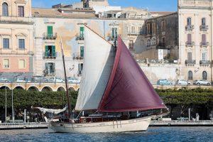 Wooden sailing ship_Siracusa